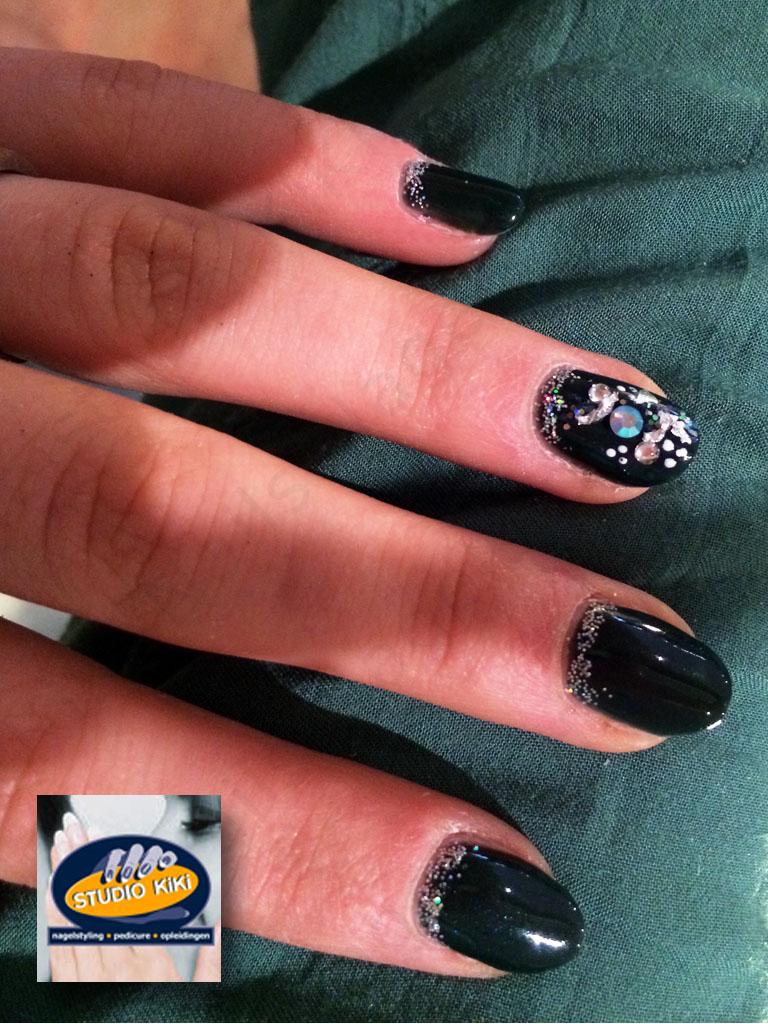 Nagelstudio-KiKi-Nails-CND-Shellac-Charmed-Collection-Nail-Art_001.jpg